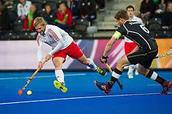 England's Ashley Jackson looks to pass into the circle. England v Germany - Semi-Final Unibet EuroHockey Championships, Lee Valley Hockey & Tennis Centre, London, UK on 27 August 2015. Photo: Simon Parker