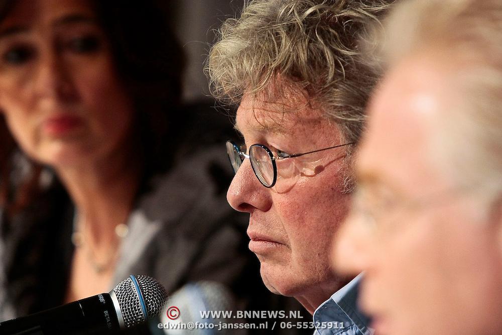 NLD/Naarden/20100311 - Persconferentie van Jan des Bouvrie, Jan met zijn advocaat