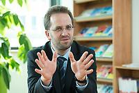 11 APR 2014, BERLIN/GERMANY:<br /> Klaus Mueller, Vorsitzender Verbraucherzentrale Bundesverband e.V., vzbv<br /> IMAGE: 20140411-01-008<br /> KEYWORDS: Klaus Müller