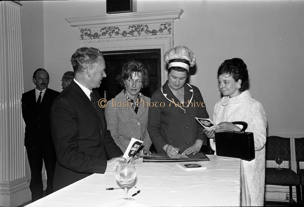 01/06/1964<br /> 06/01/1964<br /> 01 June 1964<br /> Language Organisations reception at the Shelbourne Hotel, Dublin for signing of declaration regarding the future of the Irish language. Among the leading personalities gathered to sign the National Declaration regarding the future of the Irish Language were Proinnsios Moc a'Bheatha, (Glun na Bua); Mrs Beatrice Behan, widow of the playwright; Miss Neilli Mulcahy, dress designer and Miss Mary O'Higgins, Secretary Macra na Tuaithe.