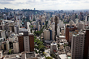 Belo Horizonte_MG, Brasil...Vista panoramica da capital mineira. Detalhe para os predios da regiao da Savassi a partir do bairro Cruzeiro. Ao centro a Avenida do Contorno em Belo Horizonte, Minas Gerais...Panoramic view of the state capital. Details for the building of the region from the neighborhood Savassi, the view is from Cruzeiro neighborhood. In the center Contorno avenue in Belo Horizonte, Minas Gerais...Foto: NIDIN SANCHES / NITRO
