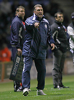 Photo: Steve Bond/Richard Lane Photography. Leicester City v West Bromwich Albion. Coca Cola Championship. 07/11/2009. Nigel Pearson tries to rally Leicester as they look for an equaliser