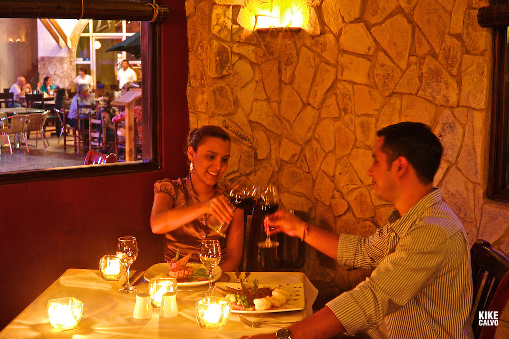Couple dinning at La Boheme Restaurant in Galerias Santo Domingo.