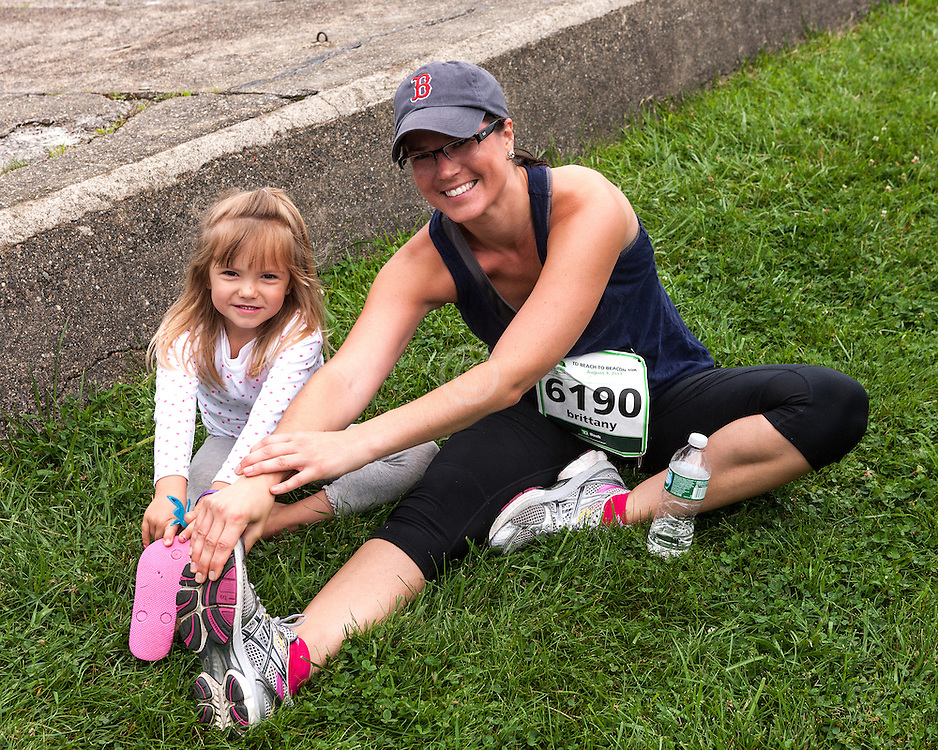 Beach to Beacon 10K road race: Brittany stretches post-race with daughter 6190