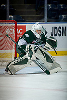 KELOWNA, CANADA - SEPTEMBER 29: Dorrin Luding #31 of the Everett Silvertips warms up in net against the Kelowna Rockets on September 29, 2017 at Prospera Place in Kelowna, British Columbia, Canada.  (Photo by Marissa Baecker/Shoot the Breeze)  *** Local Caption ***