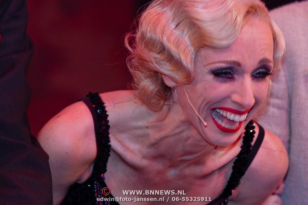 NLD/Eindhoven/20081012 - Premiere Cabaret, slotapplaus, cast, Ellen Evers