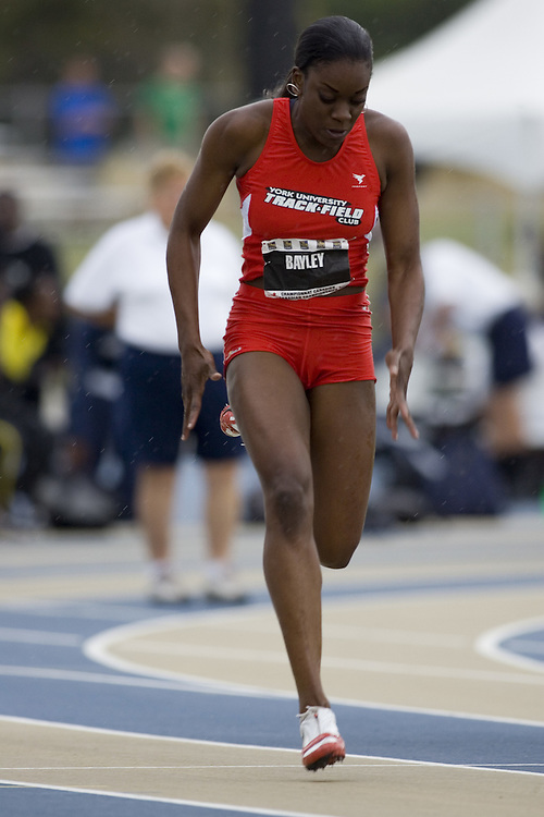 15 July 2007 (Windsor--Canada) --   Krysha Bayley in the 100m semi finals during day three of the 2007 Canadian National Track and Field Championships...