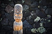 Tiki at Pu'uhonua O Honaunau National Historic Park (City of Refuge), Kona Coast, Hawaii USA
