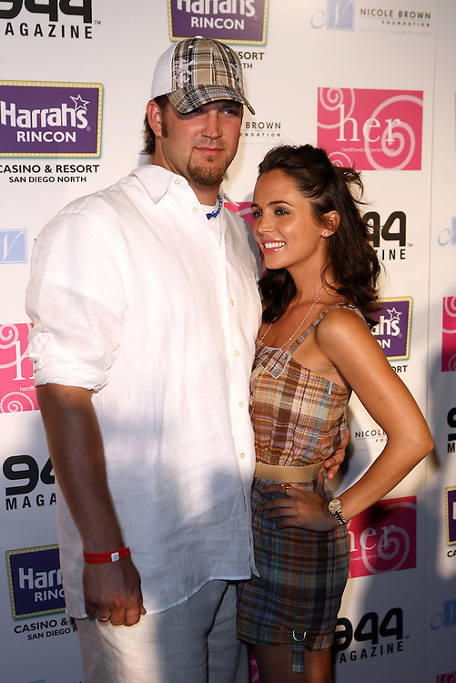 HOLMBY HILLS, CA - JULY 21: LA Dodger pitcher Brad Penny and actress Eliza Dushku attend the H.E.R. Luau at The Playboy Mansion on July 21, 2007 in Holmby Hills, California.