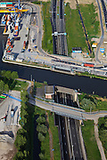 Nederland, Zuid-Holland, Alphen aan de Rijn, 23-05-2011; Alphen-aquaduct N11 onder de Gouwe, containerhaven. .Aqueduct (river Gouwe) over the motorway in Alphen aan de Rijn..luchtfoto (toeslag), aerial photo (additional fee required).copyright foto/photo Siebe Swart