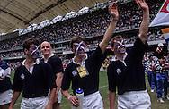 Hong Kong. Rugby seven tournament, with teams from all Asia, the biggest gathering of white people in    / L'équipe de rugby à 7 de  Hongkong, composé uniquement de - blancs -  salue la foule, pendant le tournoi annuel de rugby à 7 dans le nouveau stade construit par Bouygues  / R00057/32    L1783  /  P0000283