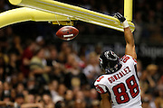 NEW ORLEANS, LA - NOVEMBER 11:  Tony Gonzalez #88 of the Atlanta Falcons dunks the football after scoring a touchdown against the New Orleans Saints at Mercedes-Benz Superdome on November 11, 2012 in New Orleans, Louisiana.  The Saints defeated the Falcons 31-27.  (Photo by Wesley Hitt/Getty Images) *** Local Caption *** Tony Gonzalez