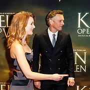 NLD/Amsterdam/20160222 - Premiere Knielen op een Bed Violen, Noortje Herlaar en partner Barry Atsma