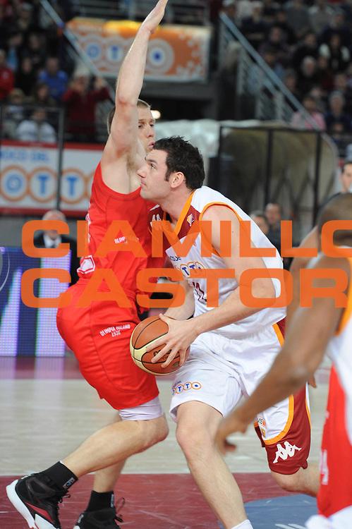 DESCRIZIONE : Roma Lega A 2010-11 Lottomatica Virtus Armani Jeans Milano<br /> GIOCATORE : Andrea Crosariol<br /> SQUADRA : Lottomatica Virtus Roma Armani Jeans Milano<br /> EVENTO : Campionato Lega A 2010-2011 <br /> GARA : Lottomatica Virtus Roma Armani Jeans Milano<br /> DATA : 06/03/2011<br /> CATEGORIA : Penetrazione<br /> SPORT : Pallacanestro <br /> AUTORE : Agenzia Ciamillo-Castoria/GiulioCiamillo<br /> Galleria : Lega Basket A 2010-2011 <br /> Fotonotizia : Roma Lega A 2010-11 Lottomatica Virtus Roma Armani Jeans Milano<br /> Predefinita :