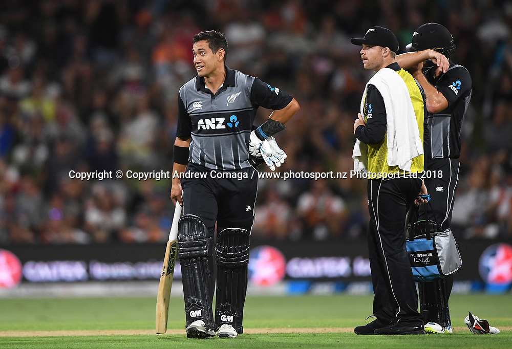 Ross Taylor shows his surprise at being given out.<br /> Pakistan tour of New Zealand. T20 Series. 3rd Twenty20 international cricket match, Bay Oval, Mt Maunganui, New Zealand. Sunday 28 January 2018. &copy; Copyright Photo: Andrew Cornaga / www.Photosport.nz