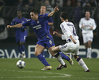 Photo: Barry Bland.<br />RSC Anderlecht v Chelsea. UEFA Champions League.<br />23/11/2005.<br />Anderlecht's Michal Zewlakow and Frank Lampard (L).