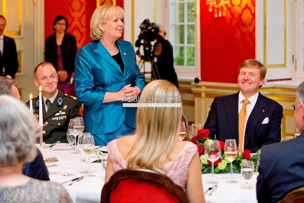 MUNSTER - King Willem-Alexander and Queen Maxima of The Netherlands have a dinner with Prime Minister Stephan Weil of Lower Saxony and Prime Minister Hannelore Kraft of North Rhine-Westphalia during their work visit to Germany in Schloss Wilkinghege in Munster, Germany, 26 May 2014. COPYRIGHT ROBIN UTRECHT