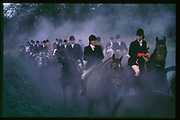 Near the end of a day's hunting. Heythrop Hunt. 1985 approx. SUPPLIED FOR ONE-TIME USE ONLY> DO NOT ARCHIVE. ? Copyright Photograph by Dafydd Jones 248 Clapham Rd.  London SW90PZ Tel 020 7820 0771 www.dafjones.com