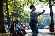 Nederland, Amsterdam,  14-08-2016  <br /> Meisje gebaart dwingend terwijl zij in haar telefoon schreeuwt. <br /> <br /> Photo: Til & Wijnbergh