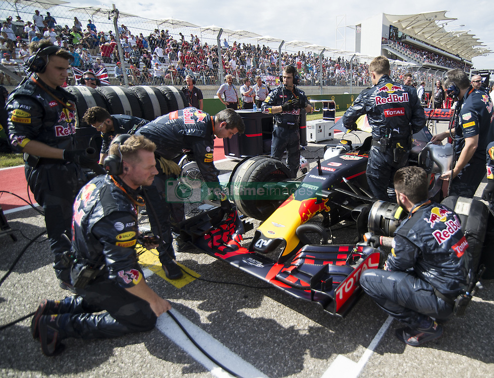 October 23, 2016 - Austin, Texas, U.S - RED BULL racing team putting the final touches before on the Grid. (Credit Image: © Hoss Mcbain via ZUMA Wire)