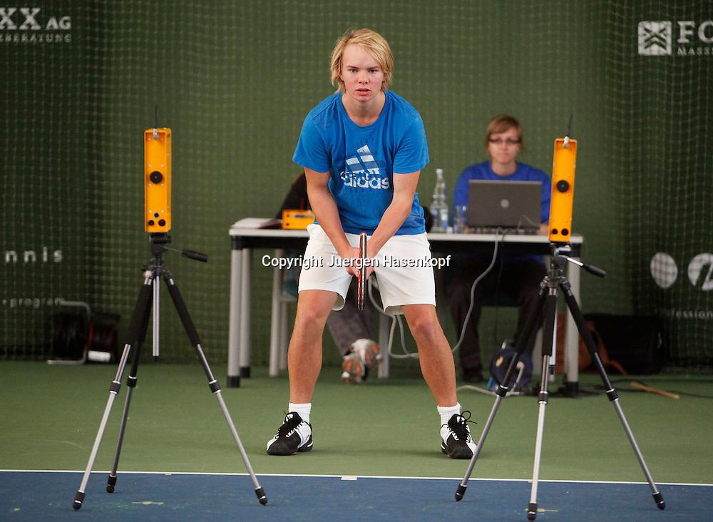 Leistungstest fuer bayerische Tennis Junioren in der FORMAXX TennisBase in Oberhaching ausgefuehrt durch ZeDI - Zentrum fuer Diagnostik und Intervention im Sport,Ruhr-Universität Bochum.Messgeraete,