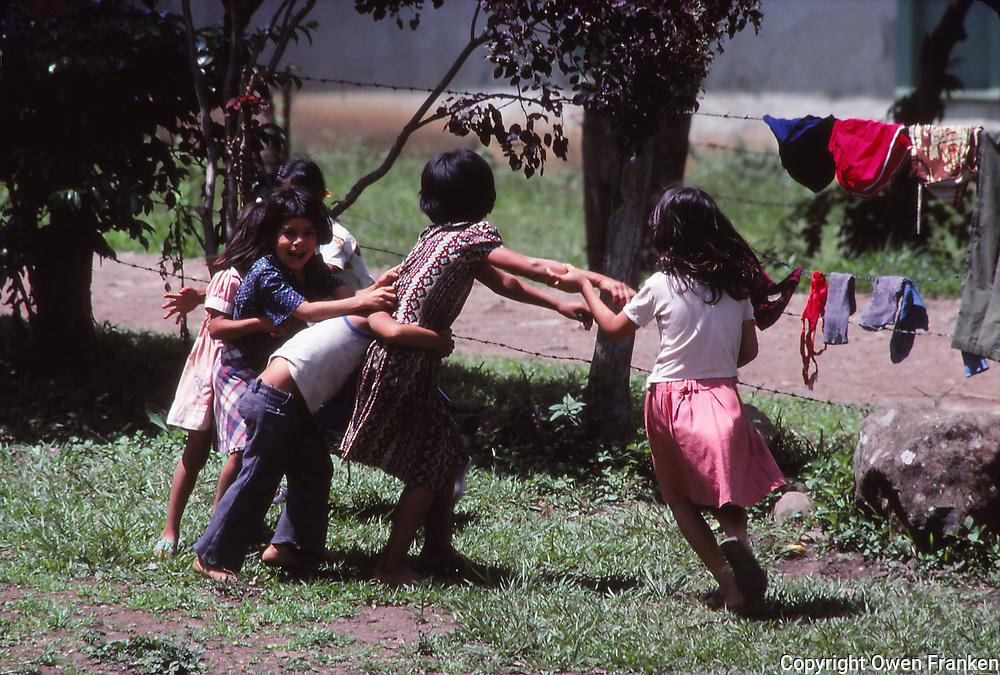 Nicaragua, kids playing
