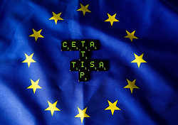 THEMENBILD - Buchstaben CETA, TTIP und TISA auf Flagge der Europäischen Union. Das Transatlantische Handels- und Investitionspartnerschaft ist ein Abkommen das gerade zwischen den Vereinigten Staaten und der Europäischen Union verhandelt wird. Aufgenommen am 05.02.2015 in Wien, Österreich // Letters of CETA, TTIP and TISA on flag of the european union. The Transatlantic Trade and Investment Partnership, short TTIP, is a proposed free trade agreement between the United States and the European Union Image was taken in Vienna, Austria on 2015/02/05. EXPA Pictures © 2015, PhotoCredit: EXPA/ Michael Gruber