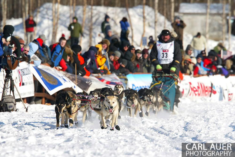 3/4/2007:  Willow, Alaska -  Veteran Tim Osmar of Ninilchik, AK at the start of the 35th Iditarod Sled Dog Race