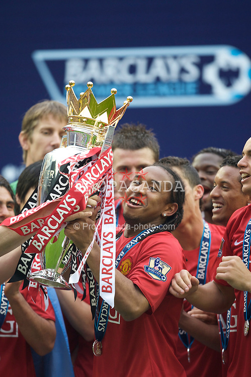 WIGAN, ENGLAND - Sunday, May 11, 2008: Manchester United's Anderson lifts the trophy after winning the Premier League for the 10th time after the final Premiership match of the season at the JJB Stadium. (Photo by David Rawcliffe/Propaganda)