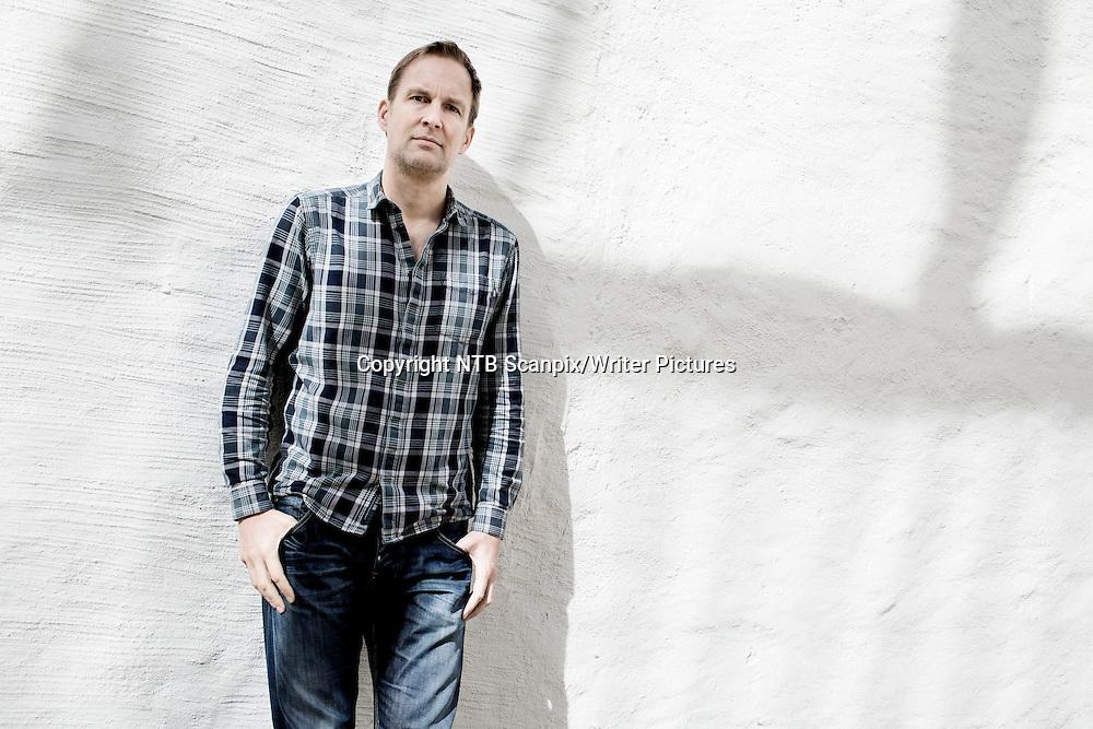 Oslo  20130417.<br /> Den danske forfatteren Christian Jungersen er aktuell med sin nye roman &quot;Du forsvinner&quot;. Han ble stor med debuten &quot;Unntaket&quot; som utkom i 2006. Den nye boken handler om hvordan en hodeskade kan forandre et menneske - til et monster.<br /> Foto: Thomas Winje &yuml;ijord / NTB scanpix<br /> <br /> NTB Scanpix/Writer Pictures<br /> <br /> WORLD RIGHTS, DIRECT SALES ONLY, NO AGENCY