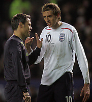 Photo: Paul Thomas.<br /> England v Spain. International Friendly. 07/02/2007.<br /> <br /> England's Peter Crouch (R) and referee Michael Weiner disagree on a matter.