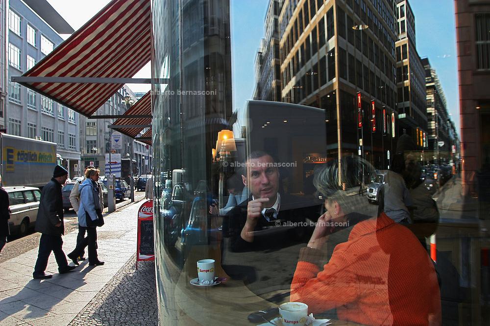 Berlin: Café in Friederichstr.