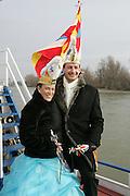 Mannheim. Närrische Bootsfahrt mit dem Prinzenpaar auf dem Rhein. Feuerwehr entert und entführt das Paar.<br /> Einzug in die Stadt mit Vorstellung auf dem Marktplatz<br /> <br /> Bild: Markus Proßwitz<br /> ++++ Archivbilder und weitere Motive finden Sie auch in unserem OnlineArchiv. www.masterpress.org ++++