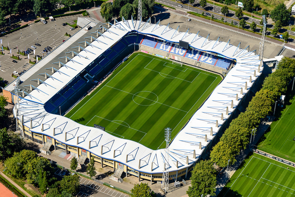 Nederland, Noord-Brabant, Tilburg, 23-08-2016; Koning Willem II-stadion van voetbalclub Willem II. Kingside.<br /> luchtfoto (toeslag op standard tarieven);<br /> aerial photo (additional fee required);<br /> copyright foto/photo Siebe Swart