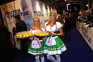 AMSTERDAM - In theater Tuschinski is de Nederlandse film 'Feuten het Feestje' in premiere gegaan. Met hier op de foto Apfelkoorn meisjes. FOTO LEVIN DEN BOER - PERSFOTO.NU