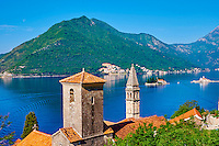 Monténégro, côte Adriatique, la baie et bouches de Kotor, le village de Perast, iles Saint Georges et Notre-Dame-du-Récif // Montenegro, Adriatic coast, Bay of Kotor, Kotor, village of Perast, church tower, Island of St. George and Our Lady of the Rock island
