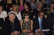 Sy Newhouse, Anna Wintour and Hamish Bowles, Christian Dior couture show. Ecole Nationale Superiore des Beaux- Arts. Paris. 7 July 2001. © Copyright Photograph by Dafydd Jones 66 Stockwell Park Rd. London SW9 0DA Tel 020 7733 0108 www.dafjones.com