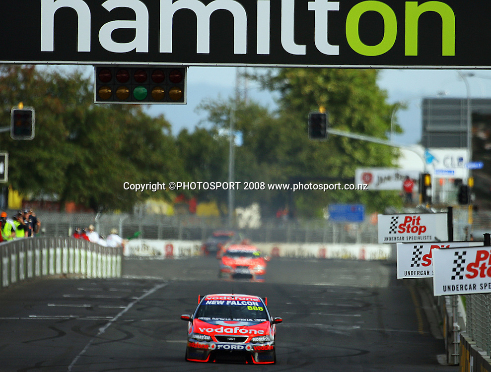 Craig Lowndes drives down the home straight.<br /> Practice Day. Aussie V8 Supercars Round Three, Hamilton 400, Frankton, Hamilton. Friday, 18 April 2008<br />  2008. Photo: Dave Lintott/PHOTOSPORT