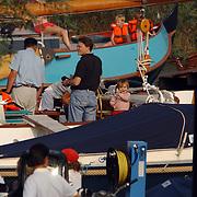 Aankomst haven Koninging Beatrix met de Groene Draeck, Prins Constatijn, dochter Eloise zwaaiend