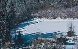 THEMENBILD - Skispuren in einem Tiefschneehang im freien Gelände, aufgenommen am 06. Februar 2020 in Kaprun, Oesterreich // Ski tracks in a deep snow slope in open terrain, in Kaprun, Austria on 2020/02/06. EXPA Pictures © 2020, PhotoCredit: EXPA/Stefanie Oberhauser