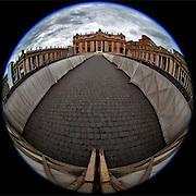 facing the Basilica Di San Pietro   -  Rome  -  8mm Sigma  f5.6
