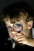 Belo Horizonte_MG, Brasil...Retrato de um garoto com uma lupa...A boy portrait...Foto: BRUNO MAGALHAES / NITRO