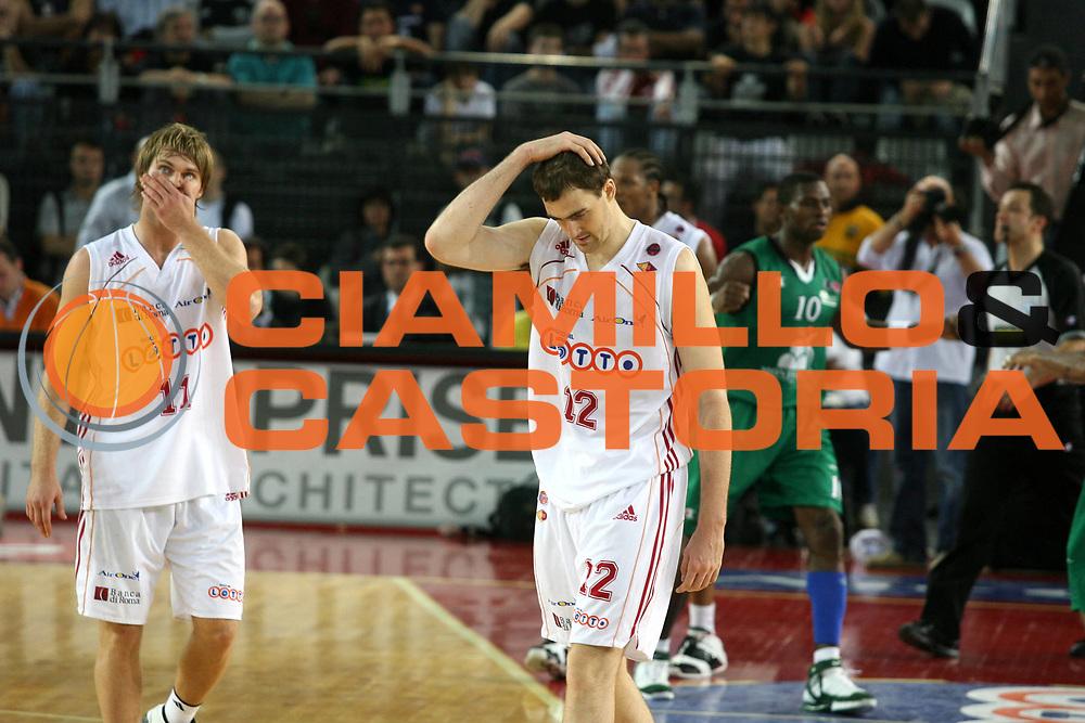 DESCRIZIONE : Roma Lega A1 2006-07 Playoff Semifinale Gara 2 Lottomatica Virtus Roma Montepaschi Siena <br /> GIOCATORE : Stefansson Lorbek <br /> SQUADRA : Lottomatica Virtus Roma <br /> EVENTO : Campionato Lega A1 2006-2007 Playoff Semifinale Gara 2 <br /> GARA : Lottomatica Virtus Roma Montepaschi Siena <br /> DATA : 02/06/2007 <br /> CATEGORIA : Delusione <br /> SPORT : Pallacanestro <br /> AUTORE : Agenzia Ciamillo-Castoria/G.Ciamillo