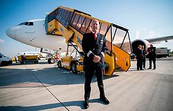 23.03.2020, Flughafen Schwechat, Wien, AUT, Coronaviruskrise, Österreich, Italien bekommt per AUA-Flug 130 Tonnen Schutzausrüstung aus China, geliefert wird die Schutzausrüstung mit zwei AUA-Maschinen, im Bild Pilot und ehemaliger Ö3-Moderator Hary Raithofer // Italy receives 130 tons of protective equipment from China per AUA flight, the protective equipment is delivered with two machines of the Austrian Airlines. Flughafen Schwechat in Wien, Austria on 2020/03/23. EXPA Pictures © 2020, PhotoCredit: EXPA/ Georg Hochmuth/APA-POOL