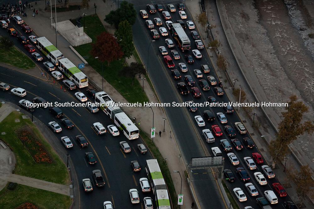 Santiago en imagenes panoramicas desde edificio Telefonica.    Abril de 2012. Patricio Valenzuela Hohmann Green Corp. en Stock