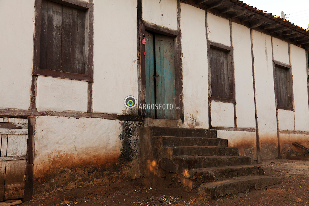Pilar de Goias, GO, Brasil. Habitacao do periodo colonial construida em estilo das casas rurais paulistas. / Pilar de Goias, GO, Brazil. Housing of the colonial period, style of houses built in rural Sao Paulo.