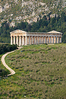 Italie, Sicile, site archéologique de Segeste // Italy, Italia, Sicily, Sicilia, Trapani district, Segesta, Greek temple