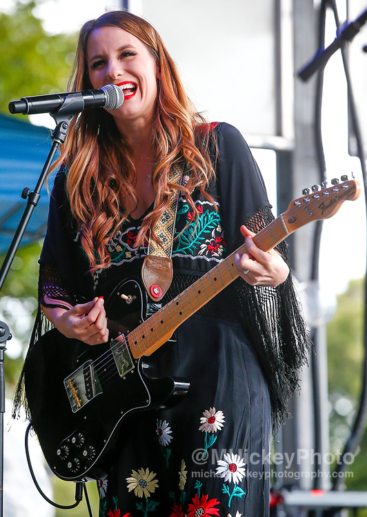 CHICAGO, IL - AUGUST 04: Caitlyn Smith performs at Grant Park on August 4, 2017 in Chicago, Illinois. (Photo by Michael Hickey/Getty Images) *** Local Caption *** Caitlyn Smith