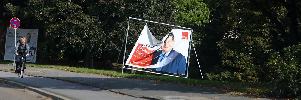 Mannheim. 25.09.17 | Plakat<br /> Innenstadt. Feature zur Bundestagswahl. Innenstadt. Durch &auml;ussere Umst&auml;nde zerknittertes Wahlplakat von Stefan Rebmann (SPD)<br /> <br /> <br /> <br /> BILD- ID 3685 |<br /> Bild: Markus Prosswitz 25SEP17 / masterpress (Bild ist honorarpflichtig - No Model Release!)