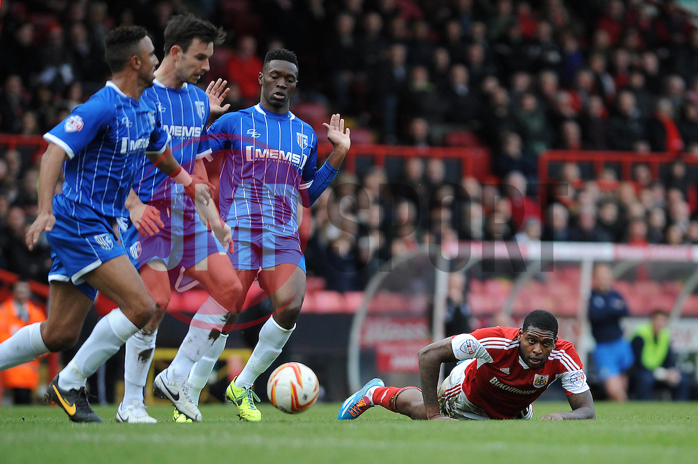 Bristol City's Jay Emmanuel-Thomas is outnumbered by Gillingham defenders - Photo mandatory by-line: Dougie Allward/JMP - Tel: Mobile: 07966 386802 01/03/2014 - SPORT - FOOTBALL - Bristol - Ashton Gate - Bristol City v Gillingham - Sky Bet League One